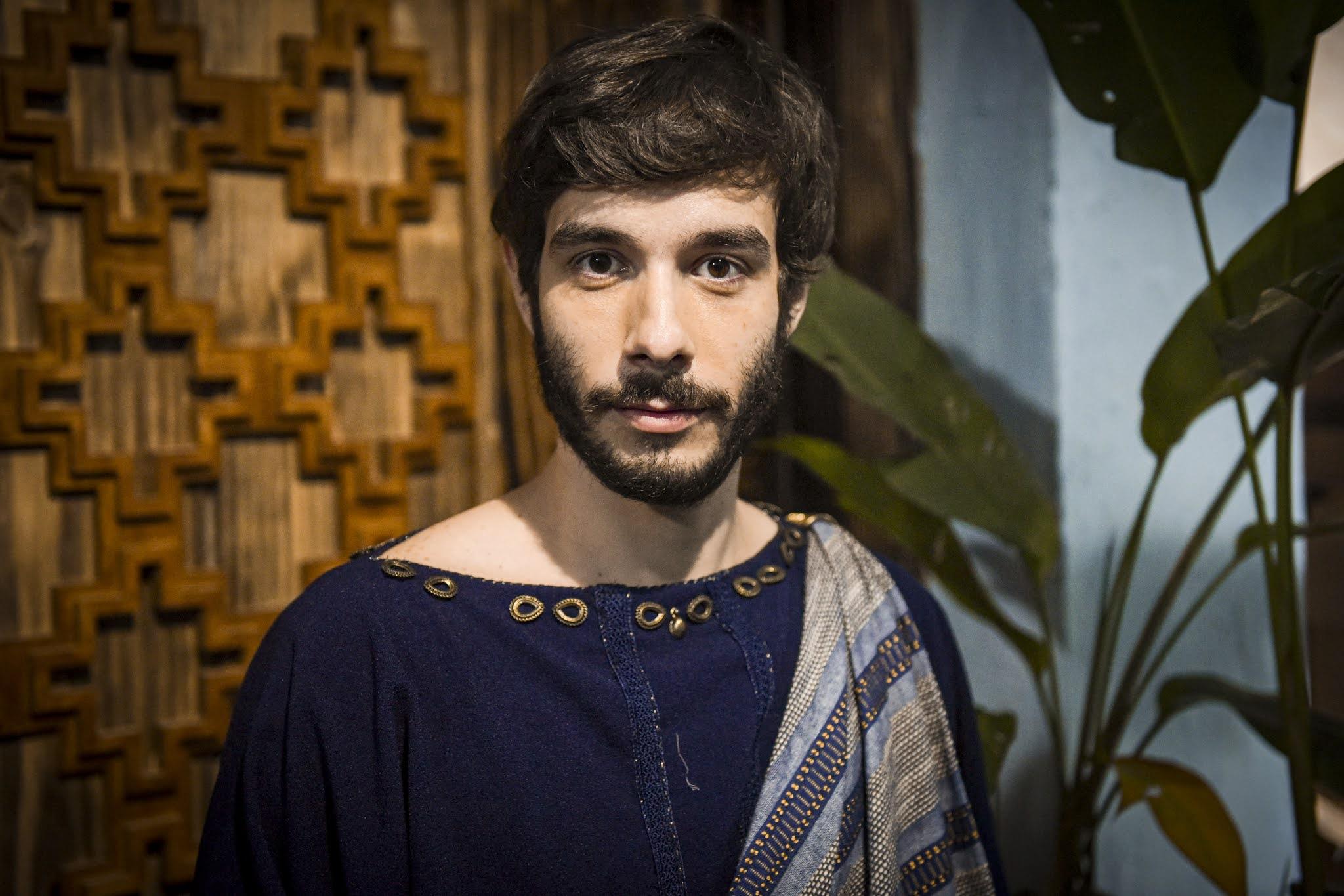 'Determinado', diz Vitor Novello sobre personagem Abrão em 'Gênesis'